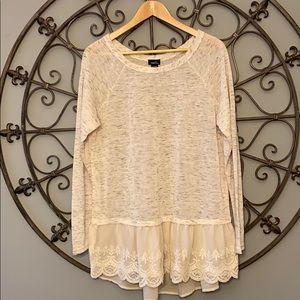 Long sleeve shirt with lace detail